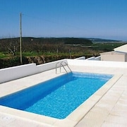 Beautiful two bed House With Pool and sea Views Near Obidos, Portugal