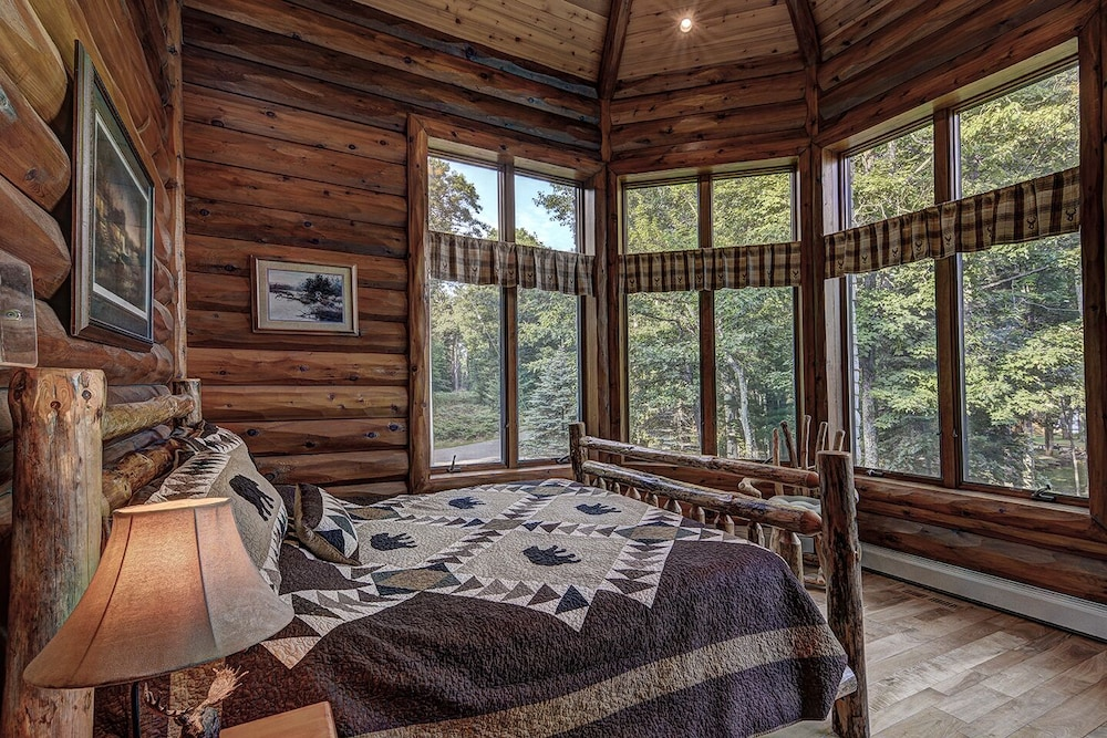 Room, Top 10 Home On World's Largest Chain of Lakes! Featured On Travel Wisconsin!