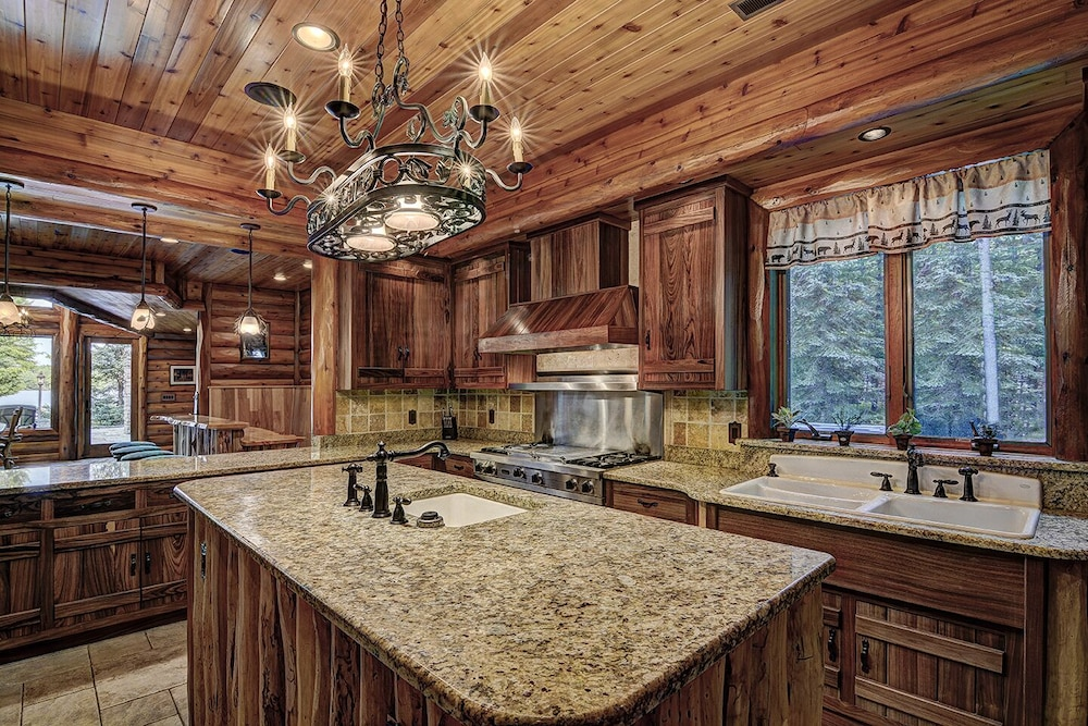Private Kitchen, Top 10 Home On World's Largest Chain of Lakes! Featured On Travel Wisconsin!