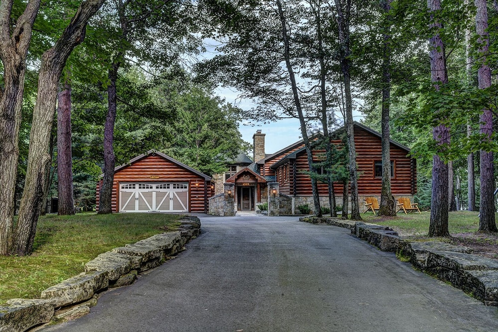 Exterior, Top 10 Home On World's Largest Chain of Lakes! Featured On Travel Wisconsin!