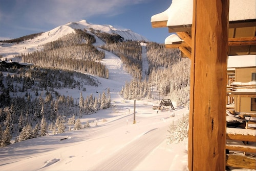 Casa Moonlight One - Ski In/out - Direct to Iron Horse Lift - 2 Bed 2.5 Bath