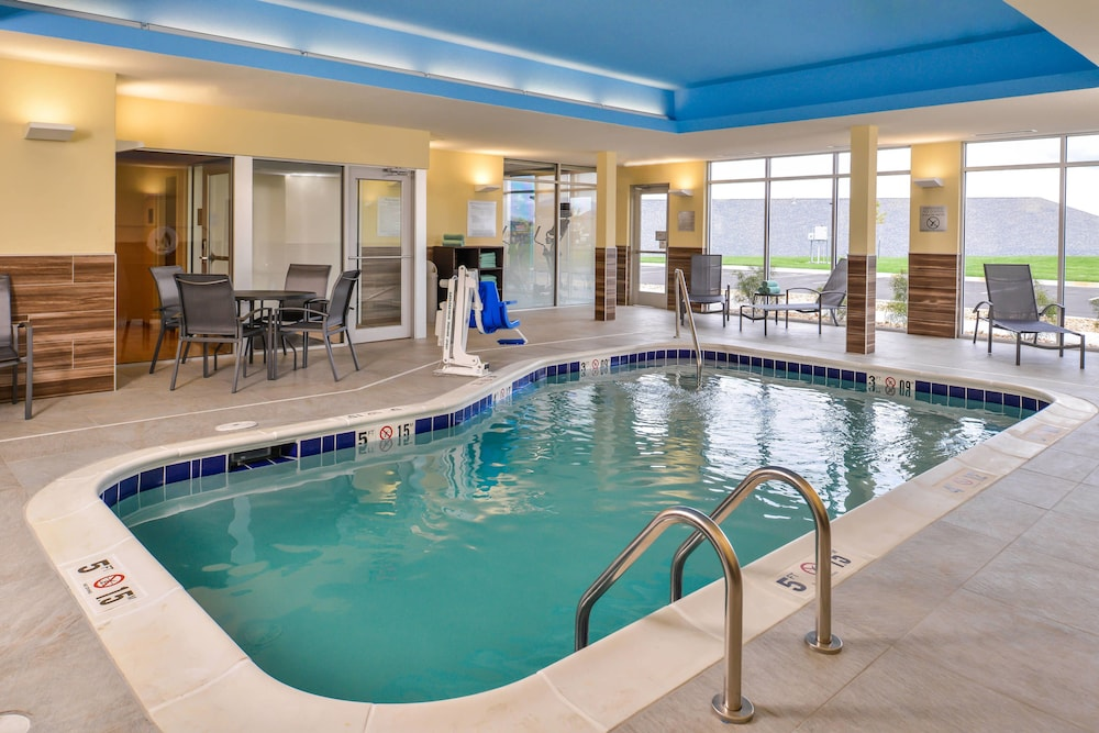 Pool, Fairfield Inn & Suites by Marriott Warrensburg