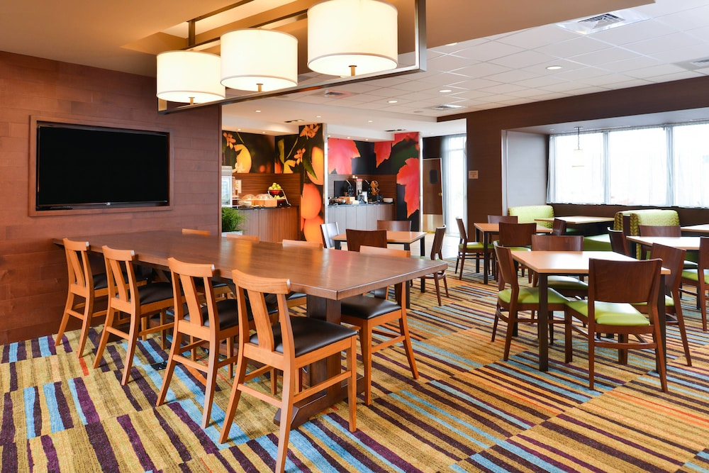 Breakfast Area, Fairfield Inn & Suites by Marriott Warrensburg