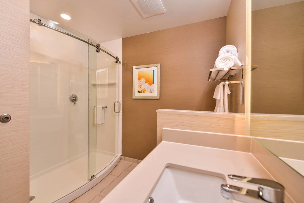 Bathroom, Fairfield Inn & Suites by Marriott Warrensburg