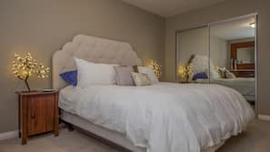 6 bedrooms, Egyptian cotton sheets, premium bedding, pillow top beds