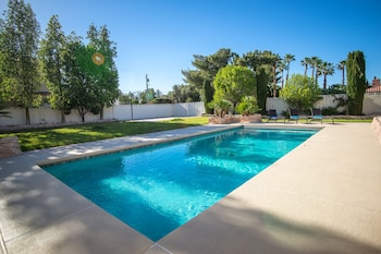 Luxury 6BR 10min to LV Strip Sleeps 20