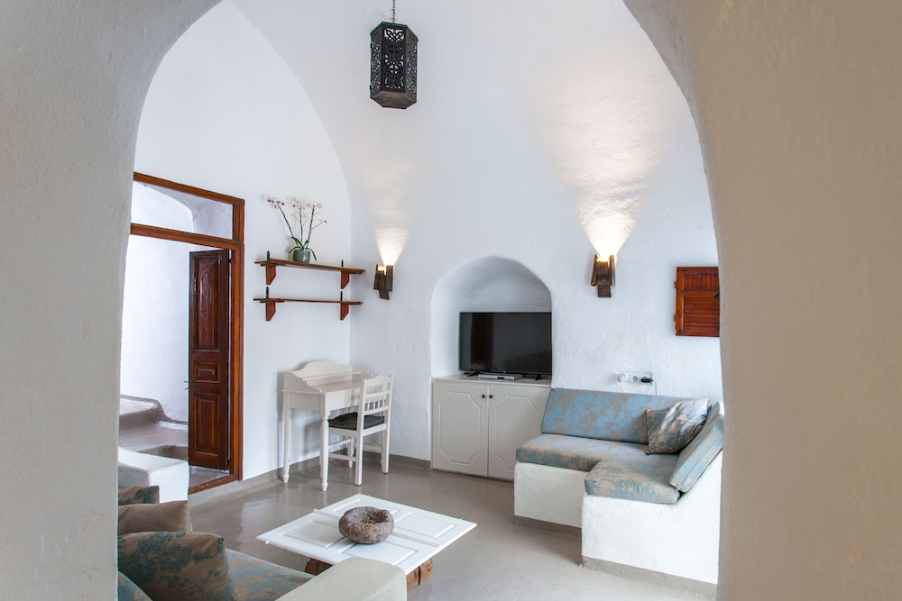 Living Room, Traditional Santorini Cavern House Helios