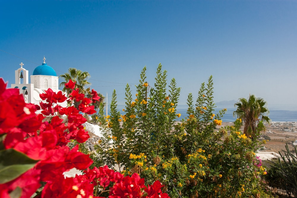 Property Grounds, Traditional Santorini Cavern House Helios