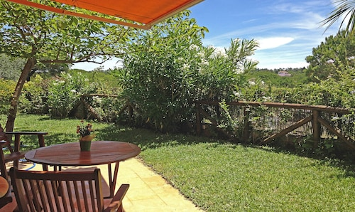 Sun, Nature AND Beach. Cozy, Bright, Large Garden With Views of Pine Forests