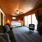 Large 5 Bedroom, 4 Bath Cabin + Loft Near Yellowstone National Park! Sleeps 18