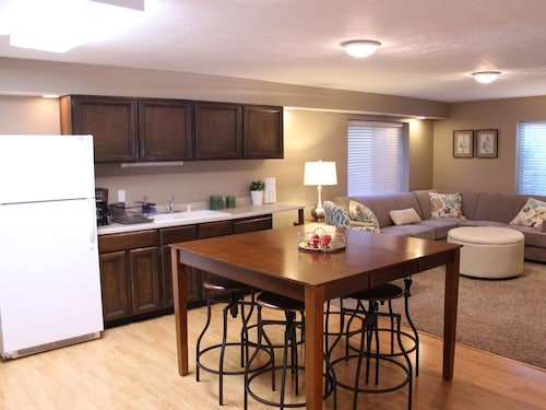 Great Place to stay Cozy, Comfortable, Spacious, Perfectly Located In A Quite Neighborhood near Murray
