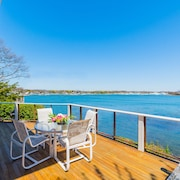 New Waterfront Home Private Sandy Beach & Hot Tub, Perfect Luxury Getaway