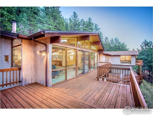 Relax & Live the Colorado Experience in a Scenic 5 Bdrm Mtn Home 7 Min. to Town