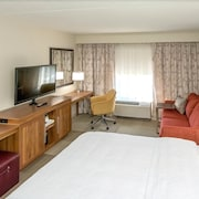 Hampton Inn & Suites Boston/Stoughton