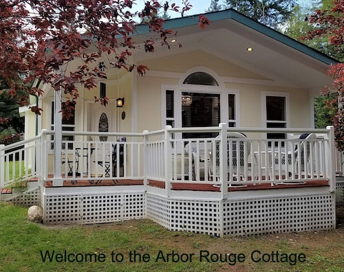 Arbor Rouge Cottage