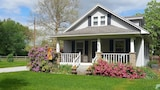 Farmhouse Stay - South Bend Hotels