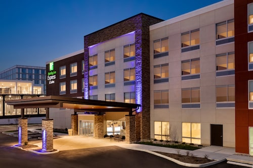 Holiday Inn Express and Suites-Cincinnati NE - Red Bank Road