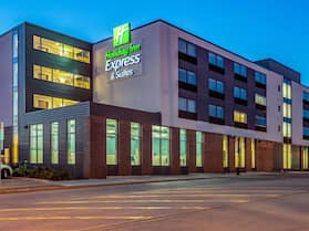 Holiday Inn Express and Suites-Platteville