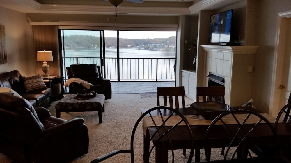 Living Room, Amazing Views and Great Location. Oversize Slip 3br/3ba With new Furnishings