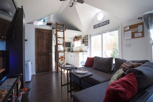 The Ultimate Tiny House Experience w/ Stunning Backyard Near Mgm/gaylord/dc