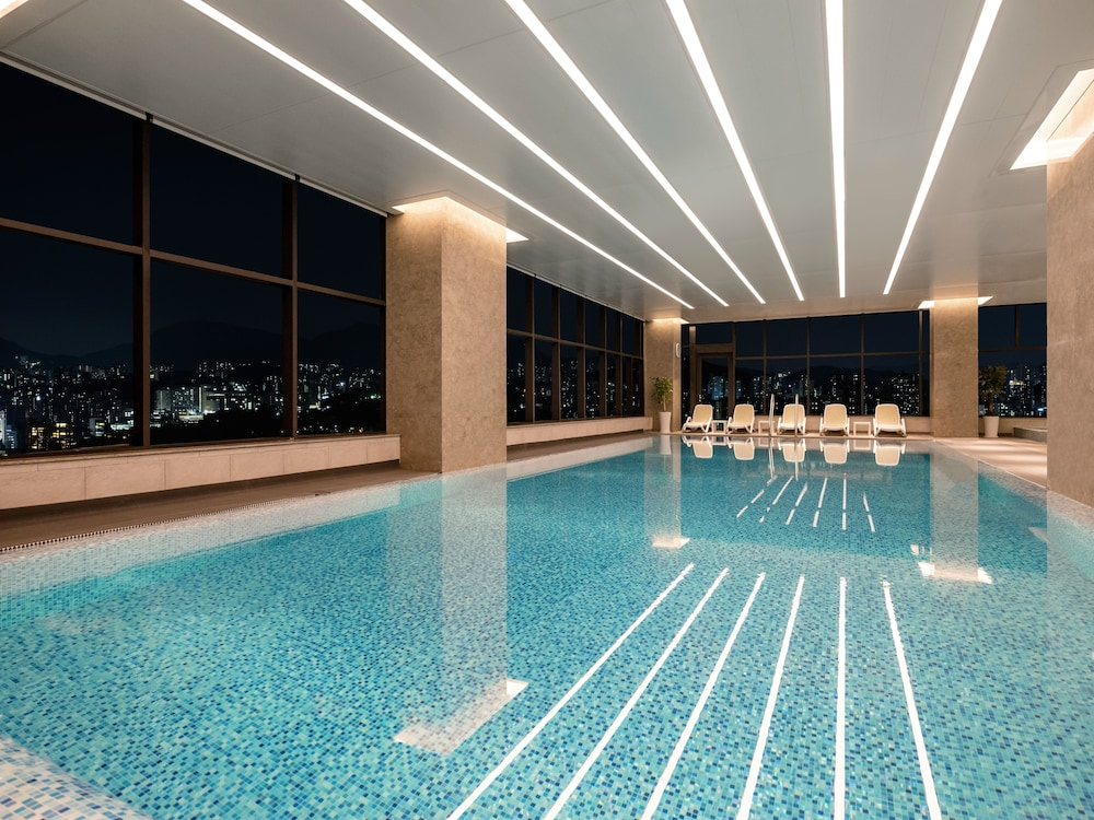Indoor Pool, Novotel Ambassador Seoul Yongsan - Seoul Dragon City