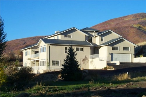 Great Place to stay Hummingbird Springs Luxury Home near Midway