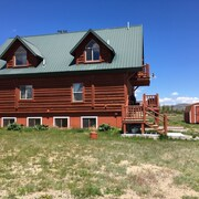 Book now for Montana Summer! A Top Rated Home-5 Acres in Ennis w/ Amazing Decor