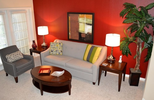 Check Expedia for Availability of Beautiful 1 bed / 1 Bath Apt. w/ Shuttle Service to MDA and Med. Center