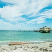 Beach Getaway Specials!! 5 Bed 2 Bath--minutes to the Beach!