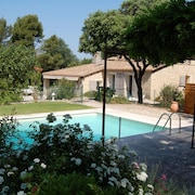 Luberon - Charming Stone House With Private Pool in Beautiful Surroundings