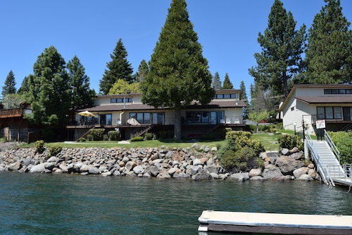 Perfect Lakefront Vacation Rental Nestled in Big Cove With a Big View