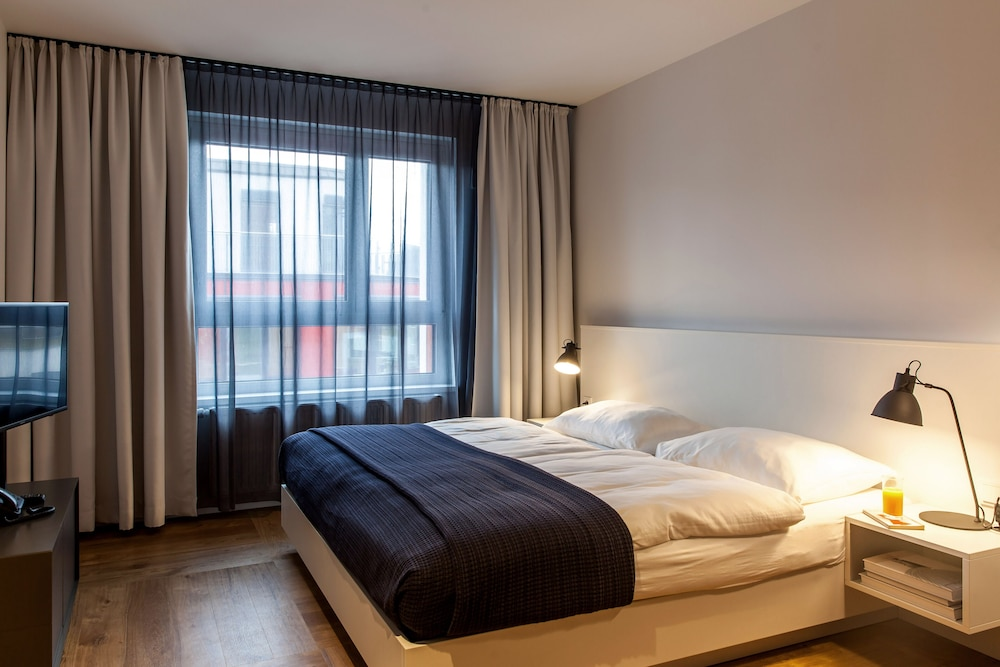 Room, SMARTments business Wien Hauptbahnhof