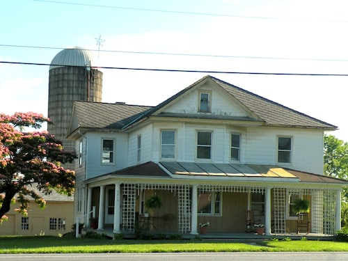 5 Bedroom Farmhouse Located In The Heart Of Pa Dutch Country