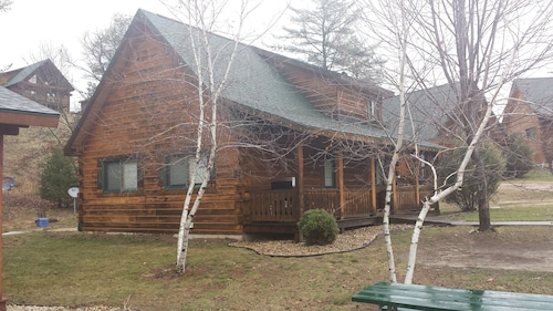 Log Cabin 1 Next to Three Bears and Jellystone Atv/rentals