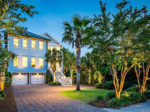 Luxury Custom Home - 7 Bdrm, Ocean Views, Heatable Private Pool, Elevator