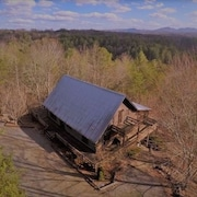Beautiful all Season's View of the Blue Ridge Mountains Quiet 3 Bdrm Cabin