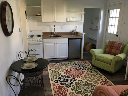 Brand New To The Market! Cozy 1 Bedroom Apartment In Downtown Frankfort