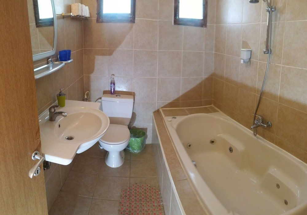 Bathroom, Aloni Neve Zohar Dead Sea