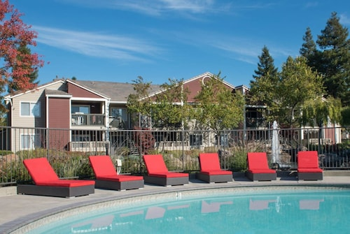 Global Luxury Suites in San Ramon
