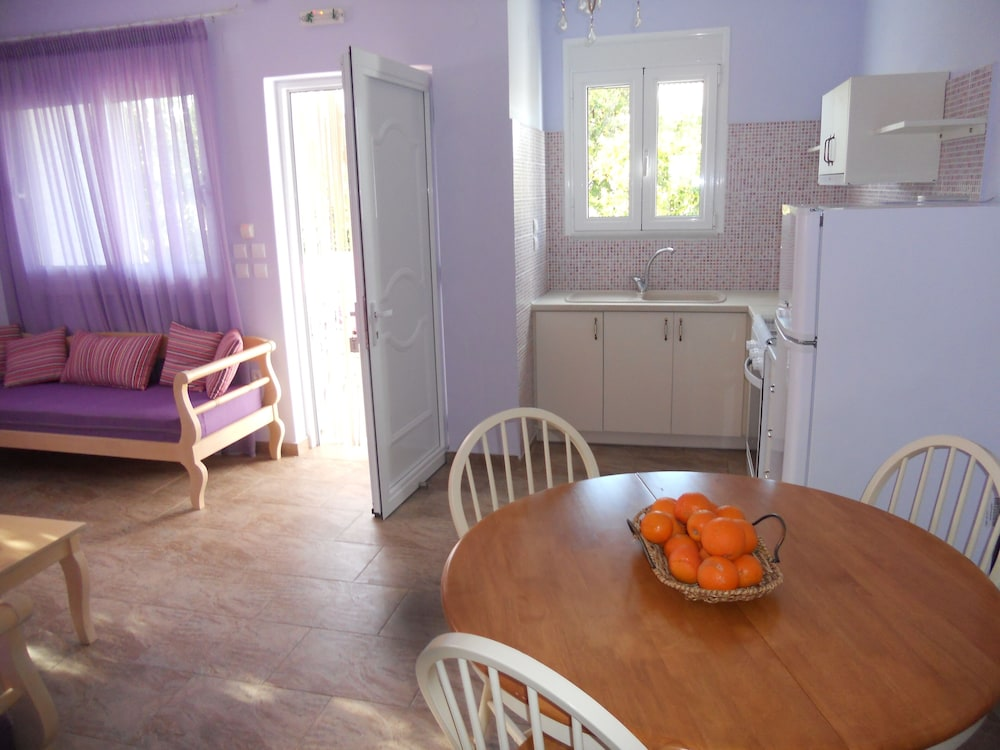 Private Kitchen, Aigion: country holiday home - Aigio