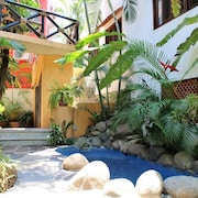 Villas del Rio Abajo, Cozy Apartment in Town and by the Beach