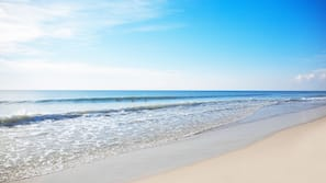 บนชายหาด, เก้าอี้อาบแดด, บาร์ริมหาด