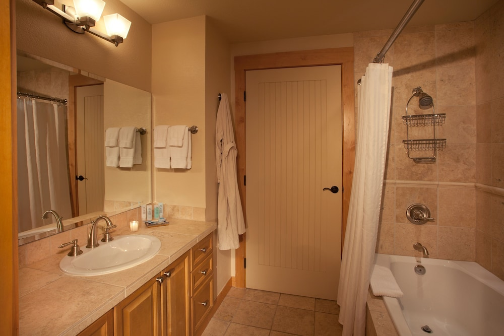 Bathroom, The Edelweiss Lodge and Spa