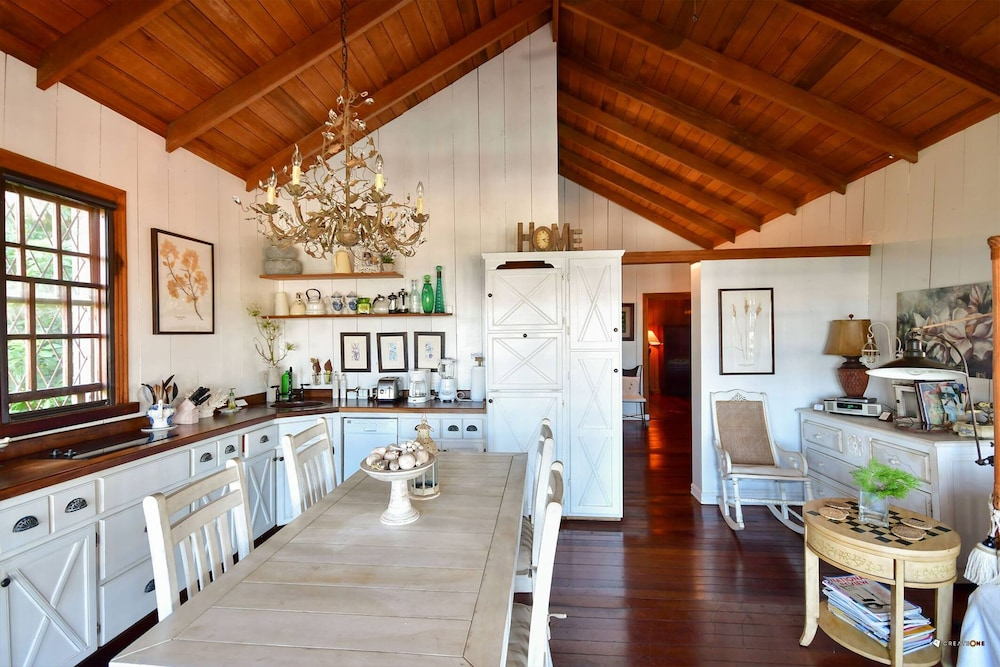 Private Kitchen, Palms Court Gardens, Romantic Cottage, Luxury Pool, Ocean View