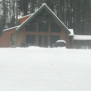 Gorgeous Log Cabin on Hudson River **only 15 Minutes to Gore Mountain!**