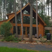 Gorgeous Log Cabin on Hudson River Only 15 Minutes to Gore Mountain!