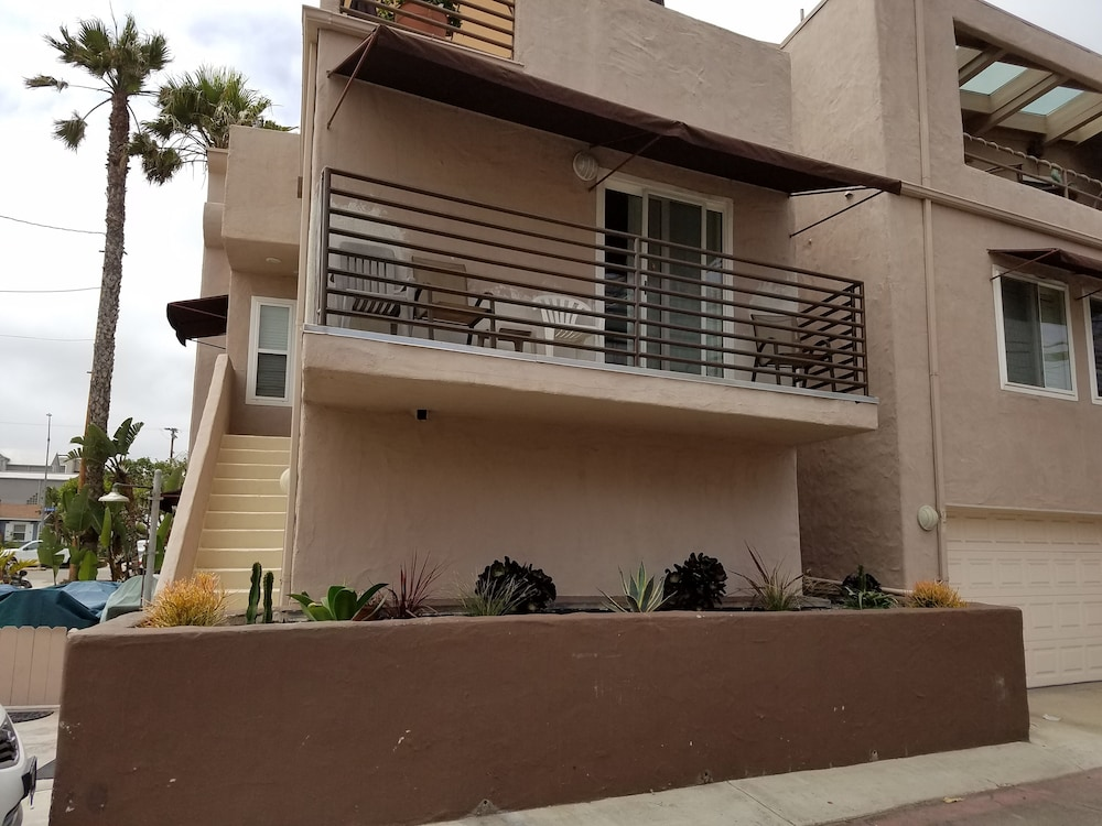 Great Condo 2/2/2 in Mission Beach-we are now Taking