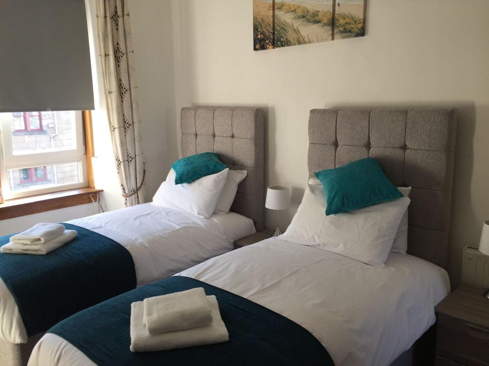 ... 2 Bedrooms - Guestroom ... & Great Location 2 Bedroom Scotstoun Flat (Glasgow) - 2018 Hotel ...