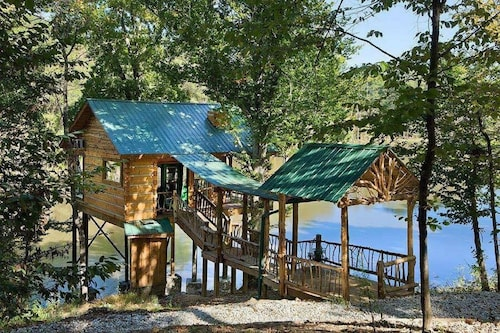 1 Bedroom 1 Bath, Tree-cabin BY A 20 Acre Private Lake