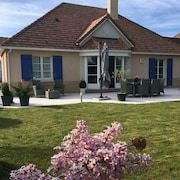 Luxury Villa Overlooking Disneyland Golf, Magny le Hongre